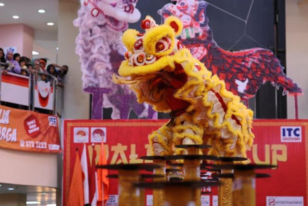 Ésta es solo una de las muchas danzas de china.