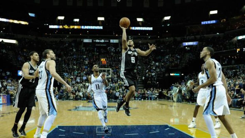 Con una diferencia de 8 puntos, los Spurs quedaron por debajo de los Gri...
