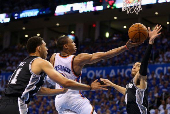 Russell Westbrook anotó 40 puntos y tuvo 10 asistencias en el triunfo de...