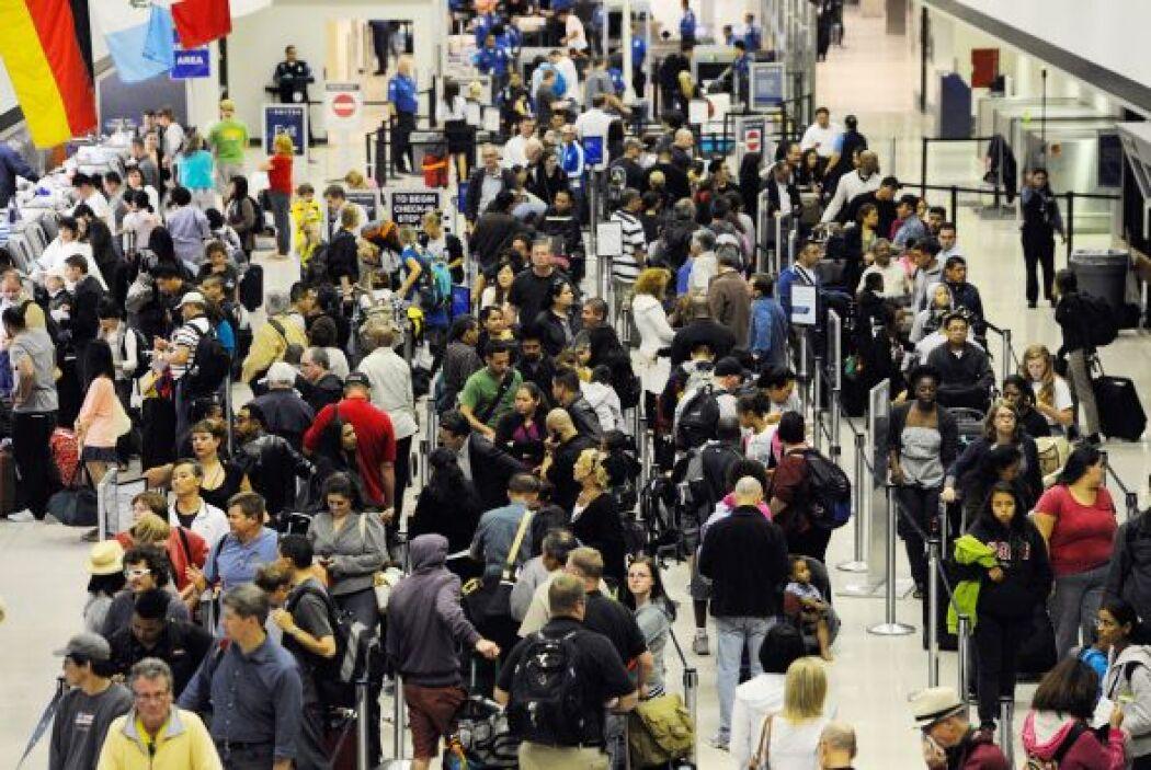 Año 2005  20. Aumentan restricciones  Prohíben líquidos en aviones  Las...