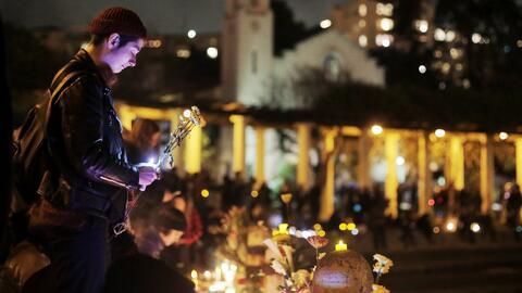 Vigilia en memoria de las 36 víctimas del incendio de un almacén de Oakland