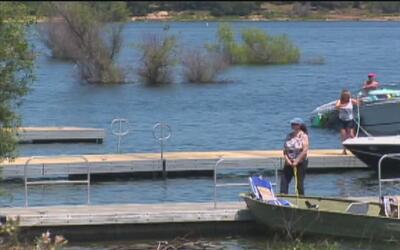 ¿Qué precauciones tener al visitar ríos y lagos?