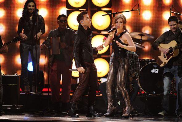 La cantante se presentó en el escenario con Prince Royce.