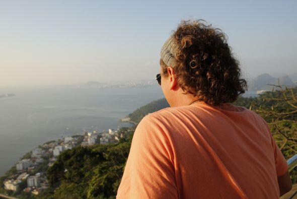 Observando la vista desde el Cerro Pan de Azúcar.  Foto: Coca-Cola