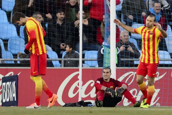 La defensa entera del Barcelona no entendía lo que sucedía en el juego.