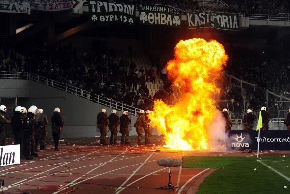 Los triste de la semana fueron los disturbios en Atenas, Grecia durante...