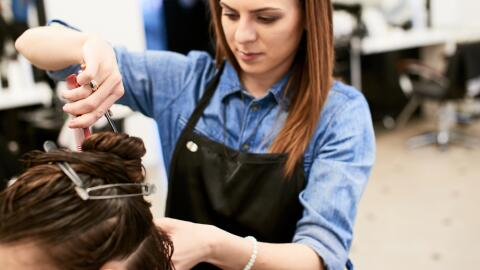 Violencia Doméstica Hairdresser-Illinois-Shutterstock.jpg