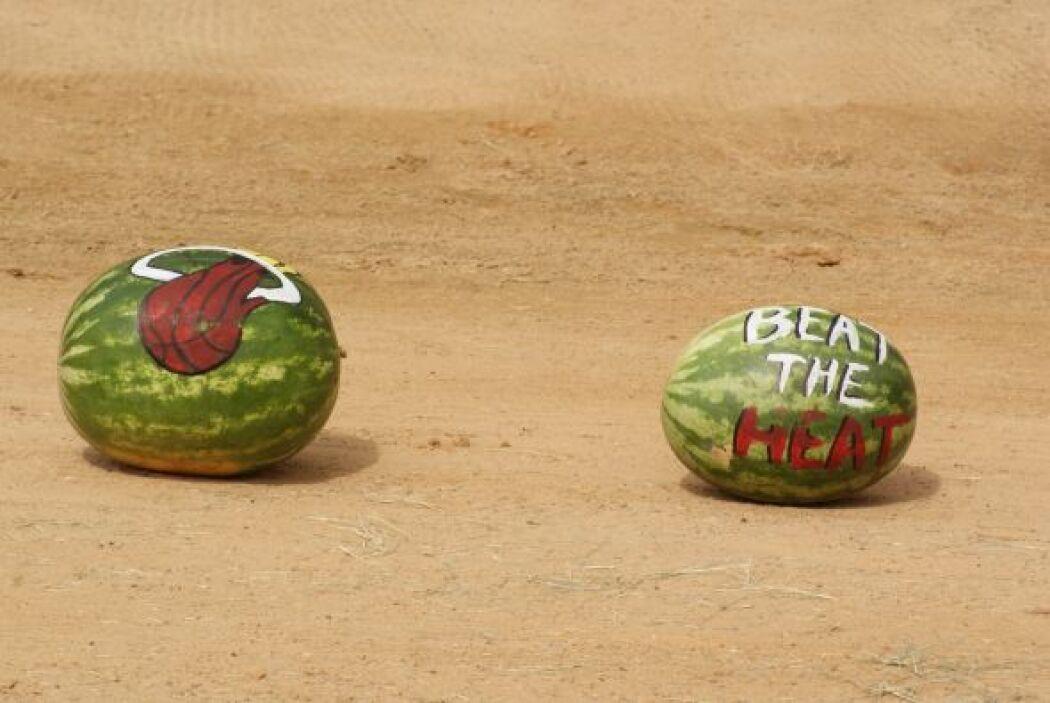 En ambas frutas relucían los colores del equipo de Miami, a quien Spurs...