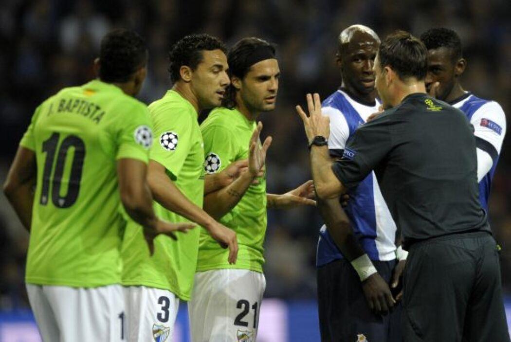 Los reclamos no faltaron, aunque el árbitro mantuvo la decisión de dar e...