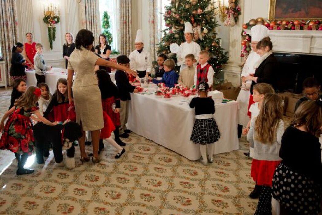 Los pequeños recibieron a Bo con mucho entusiasmo y cariño.