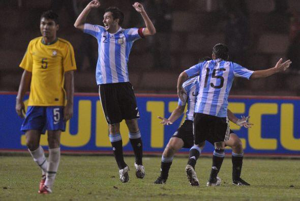 El primer gol argentino fue de Funes Mori de penal en el arranque del ju...
