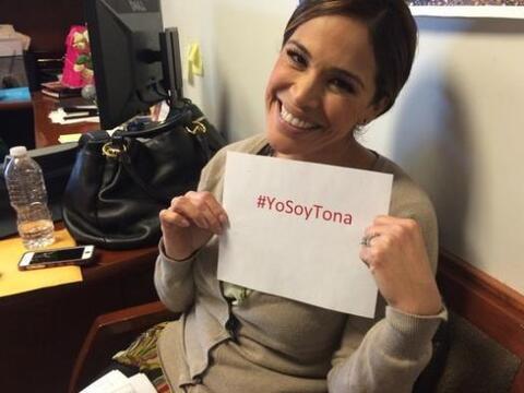 ¡@KarlaMartinezTV lo dice con orgullo!  #YoSoyTona
