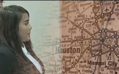 El gobernador de Texas firma la ley SB7, que castiga a los maestros que...