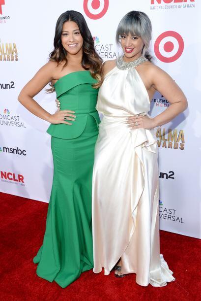 Gina Rodriguez y Dascha Polanco hiceron un dueto fabuloso con sus atuend...