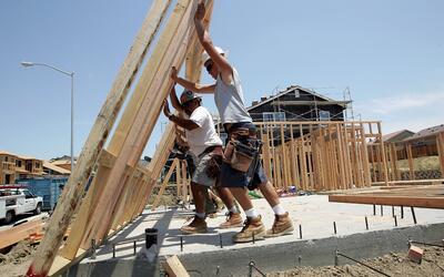El sueldo de la clase obrera se hace poco en las ciudades más gra...