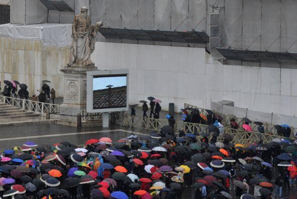 Roma amaneció este miércoles bajo una intensa lluvia y fr&...
