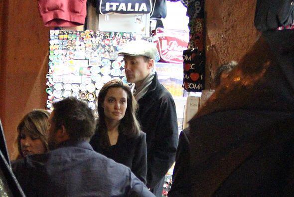 El hermano de Angelina también los acompañó a Italia.