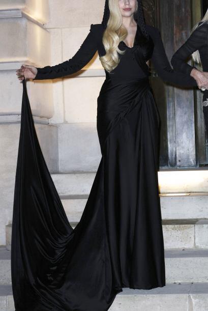 Pero Lady Gaga ¡ni un sólo patrón sigue! Ella usa lo...