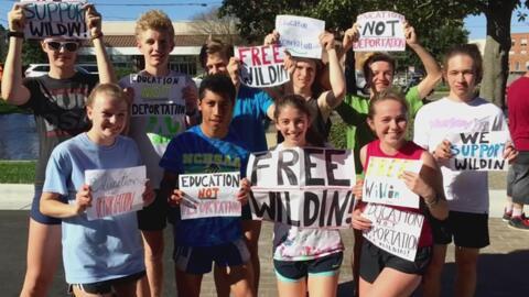 Comunidad se unió para salvar a joven inmigrante de la deportación