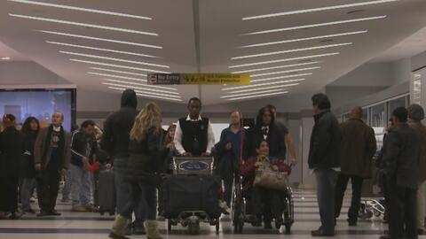 Disminuye el flujo de viajeros en el aeropuerto de Newark tras veto a pe...