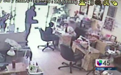 Violento robo en salón de uñas fue captado en video