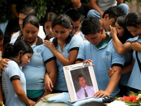 Un promedio de cinco jóvenes perdieron la vida en El Salvador v&i...