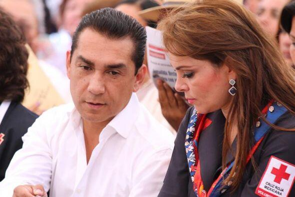 María de los Ángeles Pineda y su esposo, el exalcalde de Iguala, José Lu...