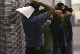Inmigrantes detenidos en proceso de deportación de Estados Unidos.