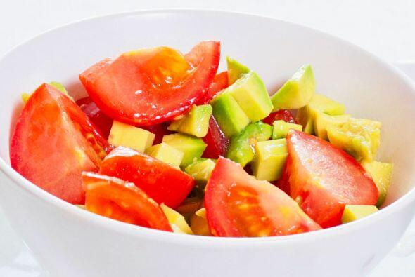 Procésalo con 2 tomates, ½ cebolla y 1 diente de ajo rehogados, 3 cuchar...