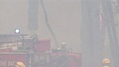 Miles huyen en el sur de Australia ante avance de incendios fuera de con...