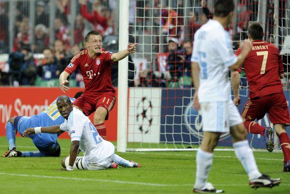 Y justo de una jugada de Ribery surgió el primer gol que convirtió Ivica...