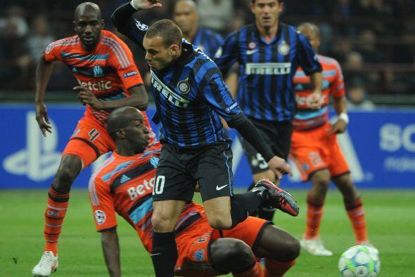 Los italianos buscaban el gol del pase a Cuartos desde el primer minuto,...