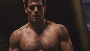 Henry Cavill, aka 'Superman', nos mostró su cuerpazo durante una sesión...