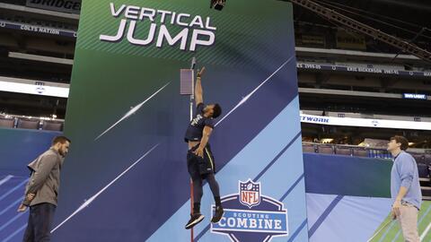 Myles Garrett asombró con su impresionante salto vertical para su tamaño