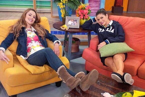 """""""Así descansamos @XimenaCordoba y yo después del show antes de volver a..."""