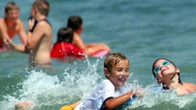 Las actividades de los chicos en el verano son tan variadas como ir a la...
