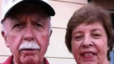 Bud Runion y su esposa. (Imgen de Twitter)