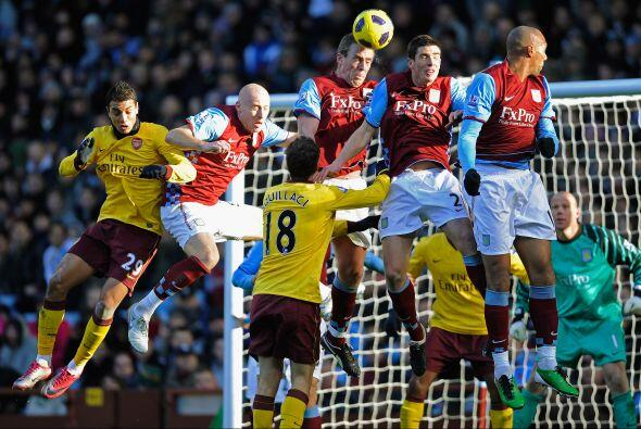 Arsenal le propinó una goleada al Aston Villa de 4 a 2 con lujos...