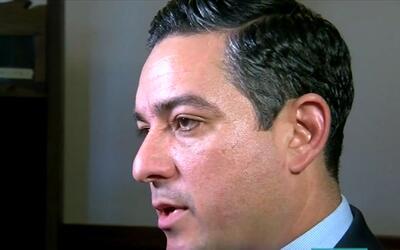 César Blanco, senador demócrata, denuncia estar recibiendo llamadas amen...