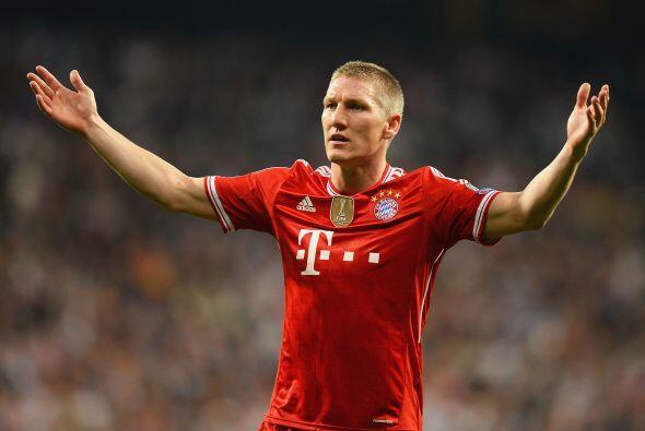 Schweinsteiger (3): Por momentos no hubo noticias de él en el ter...