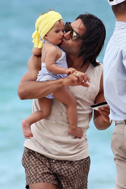 Llenó de besos y abrazos a su pequeña Dominique. Todos sobre el Mundial...