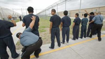 Cada año el gobierno de Estados Unidos deporta unos 400 mil inmigrantes...