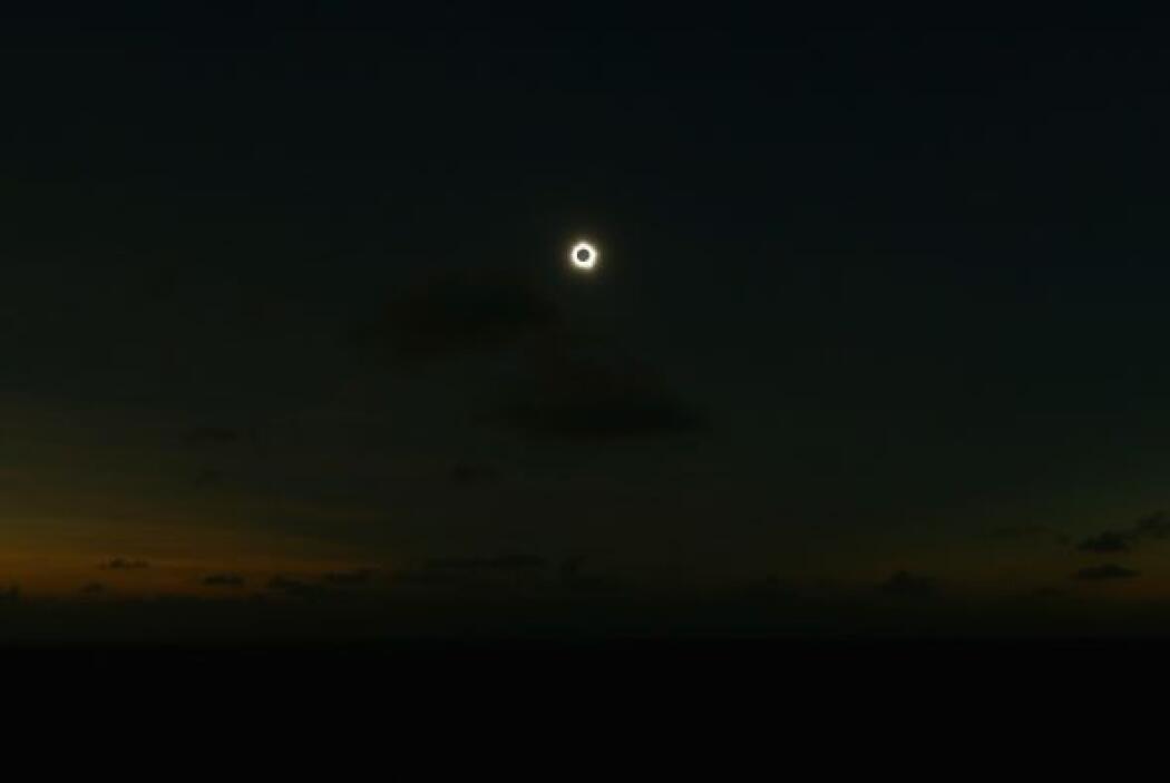 """Pero cuando ocurre un eclipse, los aborígenes pensaban que """"ella superab..."""