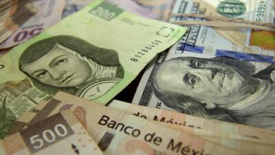 Pesos mexicanos y dólares.