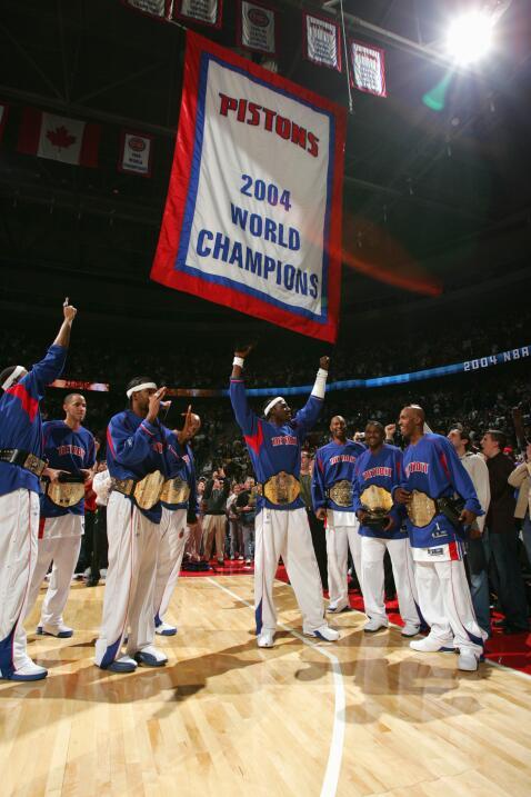 Los Pistons de Detroit celebran el anillo de campeón el 2 de noviembre d...