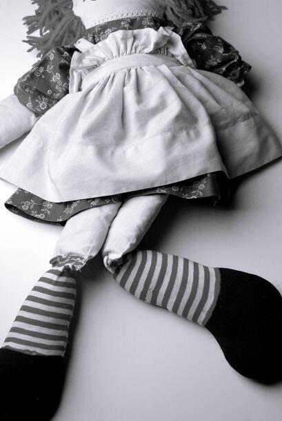 Las chicas regresaron a casa con la muñeca, pero poco después su amigo L...