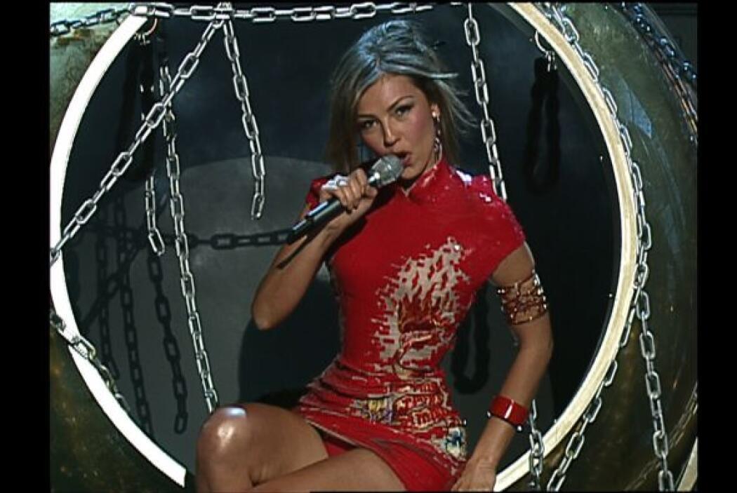 En 2003 Thalía sorprendió cantando '¿A quién le importa?'.