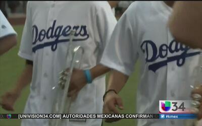 Fanáticos celebran a los Dodgers con sabor mexicano