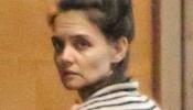 La mamá soltera sale despeinada y sin maquillaje para llevar a Suri a cl...