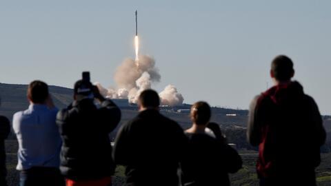 SpaceX lanza con éxito su cohete Falcon 9 desde California